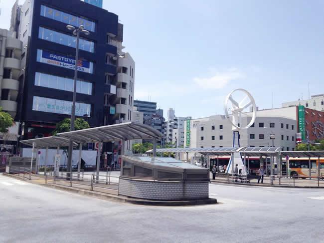 駅前のバス停