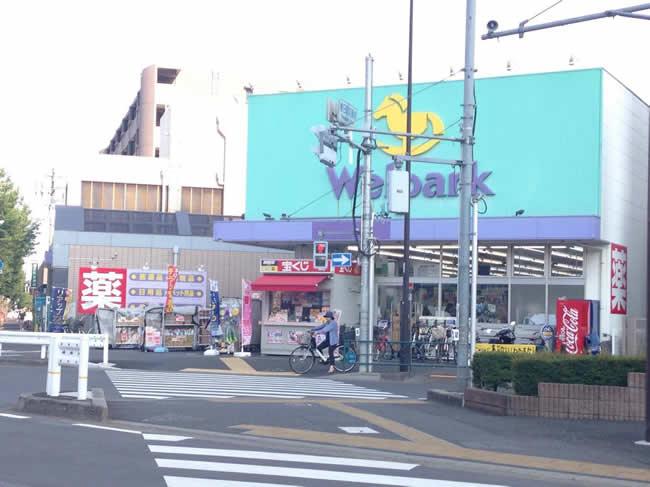駅前のドラッグストア