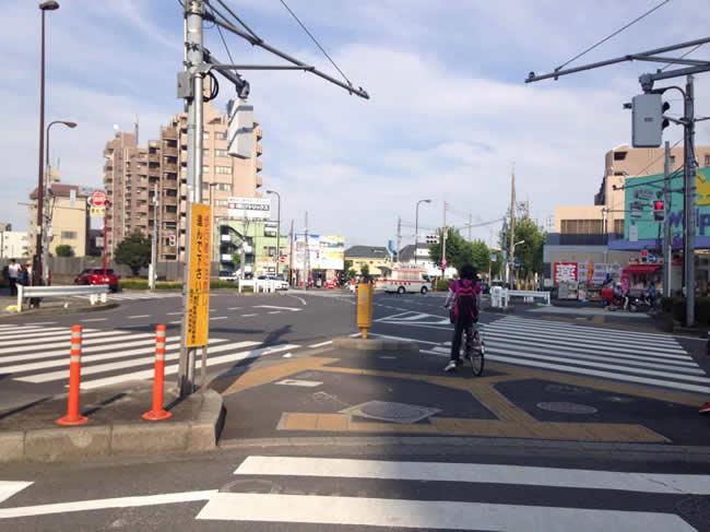 駅前にある交差点