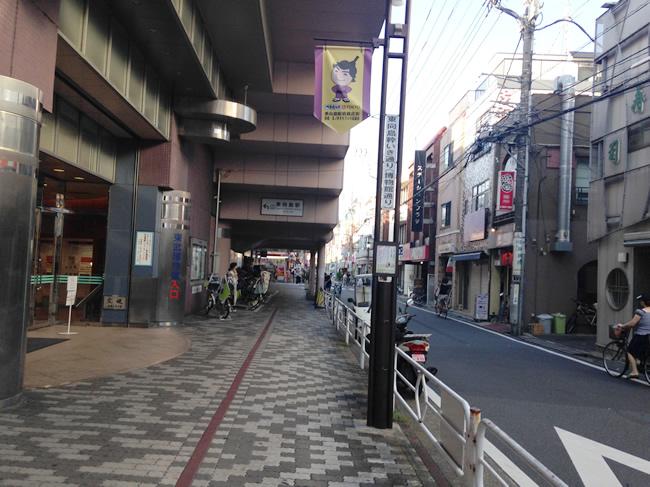 東向島の駅前を歩いていくよ