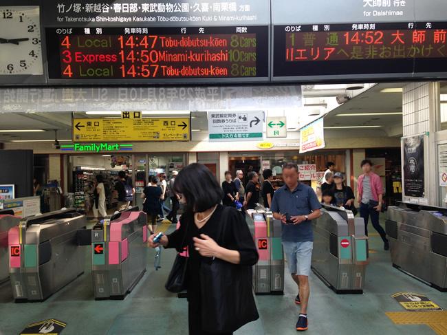 西新井駅の改札