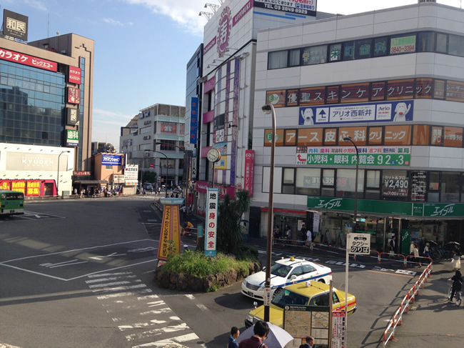 駅前の街並み