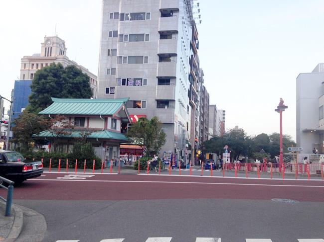 浅草駅を引きで見るとこんな感じ