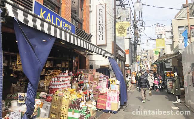 昔からの商店街も活気があり ます。