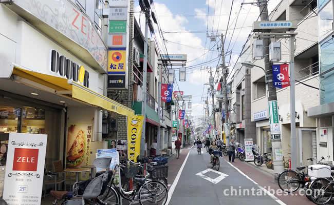 商店街も店がたくさんあります。