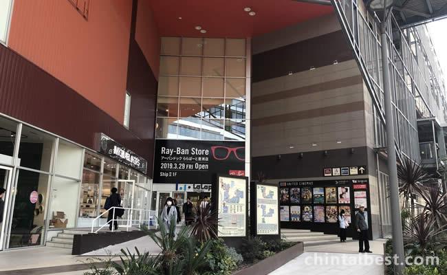 映画館から専門店街まであります。