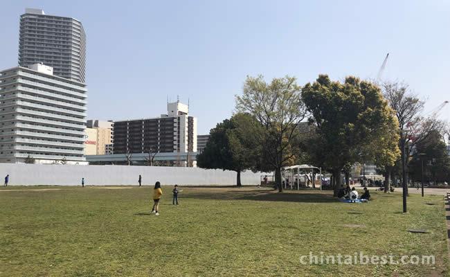 芝生広場も豊富にあって子供連れでも住みやすい