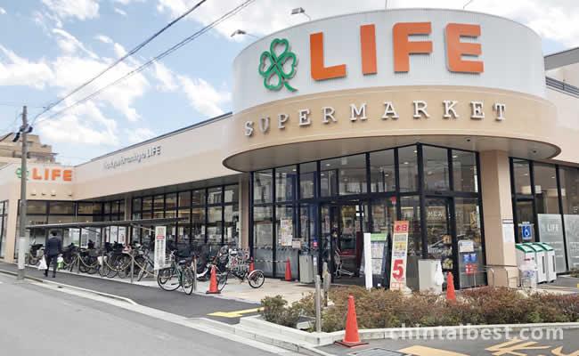 スーパーライフは大型店で色々なものが揃ってます。