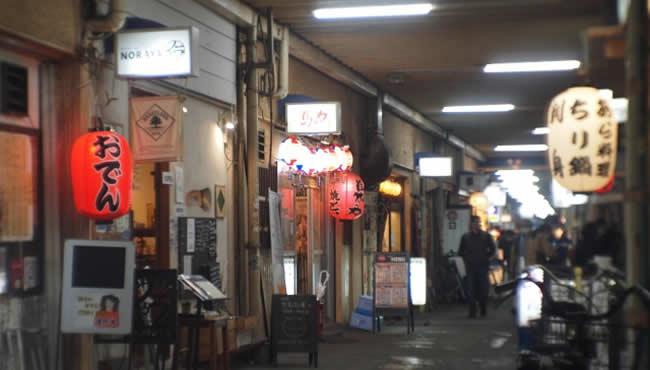 高円寺駅高架下の飲み屋街