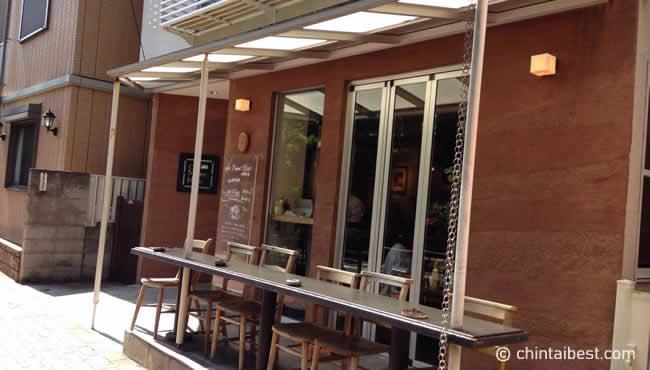 こんな感じのカフェが至るところにあります。女性受けがよさそうなお店が多いです。