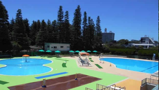 世田谷公園にある野外プール。